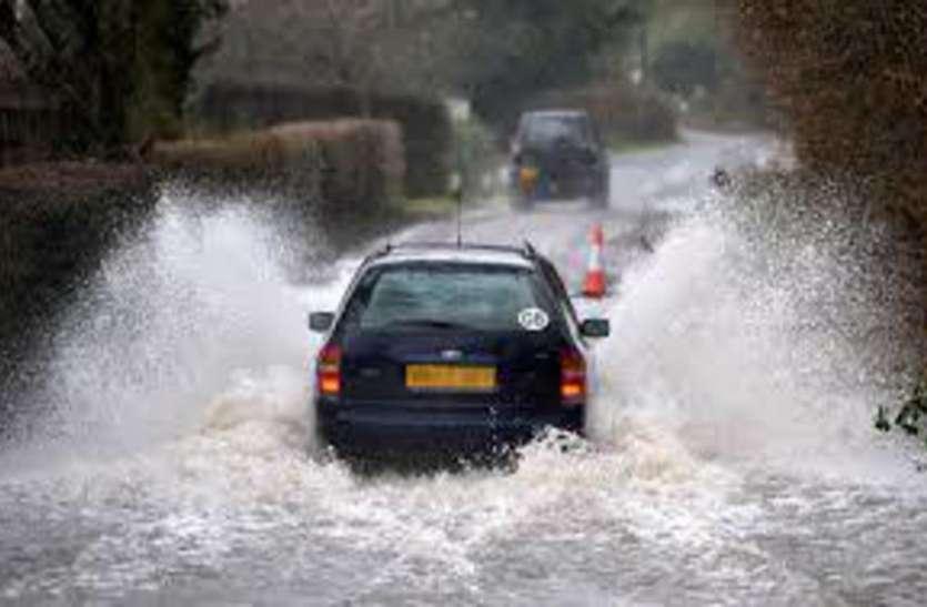 बारिश के मौसम में कार के साथ भूलकर भी न करें ये 2 काम, लग जाएगी लाखों की चपत