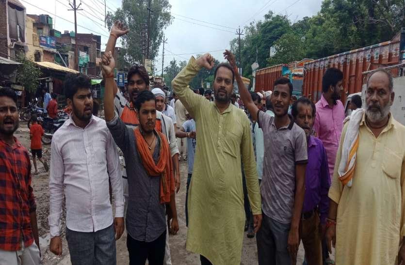 भारत बंद के समर्थन में सड़कों पर उतरे लोग, मोदी सरकार के खिलाफ जमकर की नारेबाजी