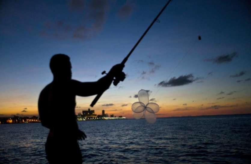 क्यूबा में मछली पकड़ने से लेकर हेयरबैंड की तरह किया जाता है कॉन्डम का इस्तेमाल, ये है वजह