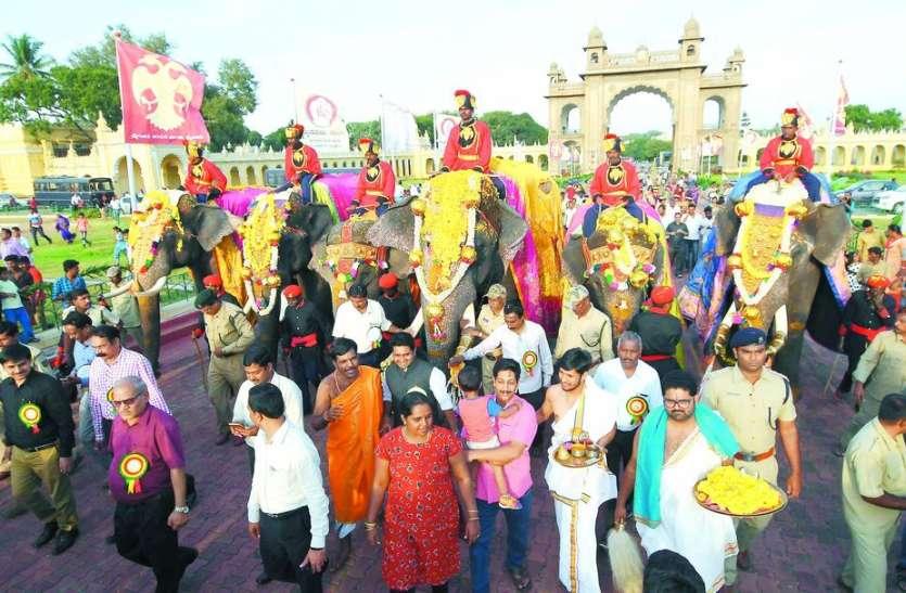 मैसूरु दशहरा महोत्सव: महल पहुंचा हाथियों का पहला दस्ता
