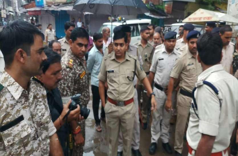 चप्पे-चप्पे पर तैनात रही पुलिस,सड़कें रही सूनी,दिनभर बजता रहा पुलिस का सायरन