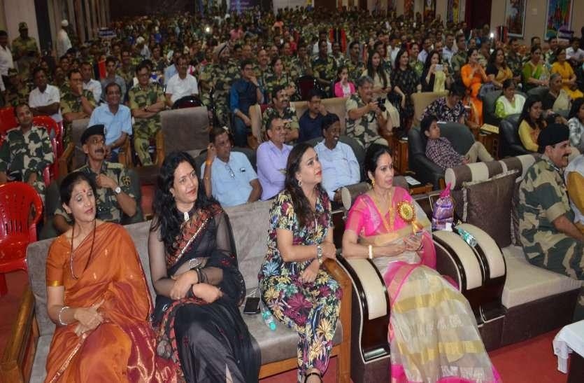 Photo Gallery : बीएसएफ के 9वें फाउंडेशन डे प्रोग्राम में बिखरे मिनी इंडिया के रंग देखिए तस्वीरें...
