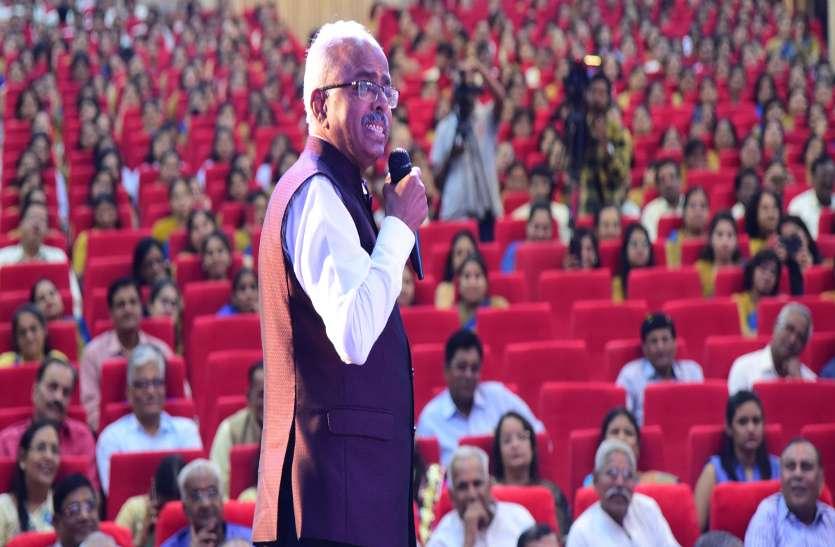 थायरोकेयर के एमडी डॉ.ए वेलुमणि ने स्टूडेंट को दिए सक्सेज मंत्र