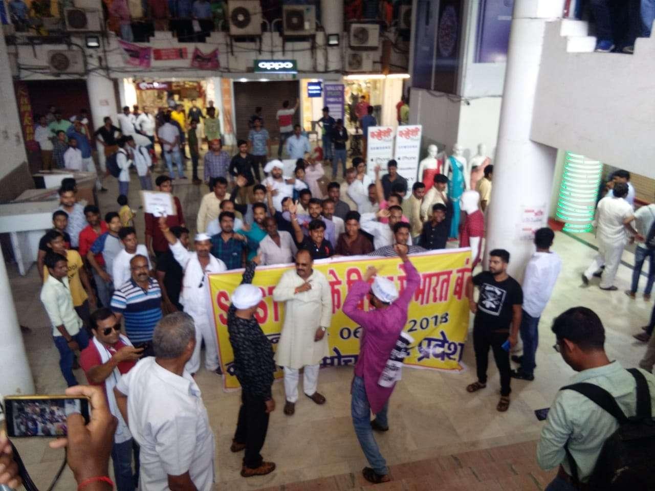 एससी-एसटी कानून के विरोध में योगी के गढ़ में जोरदार प्रदर्शन