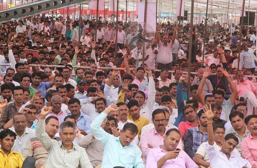 निजी स्कूलों का महाकुंभ, बड़ी संख्या में इकट्ठे हो किया शक्ति प्रदर्शन