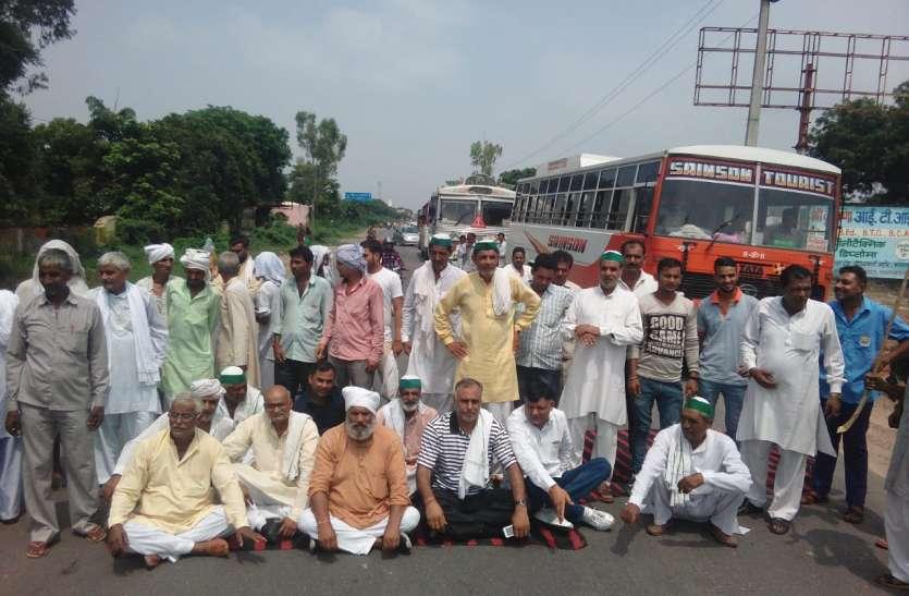 किसान संगठन ने मोदी सरकार की नीतियों के खिलाफ दिल्ली-सहारनपुर हाई-वे किया जाम