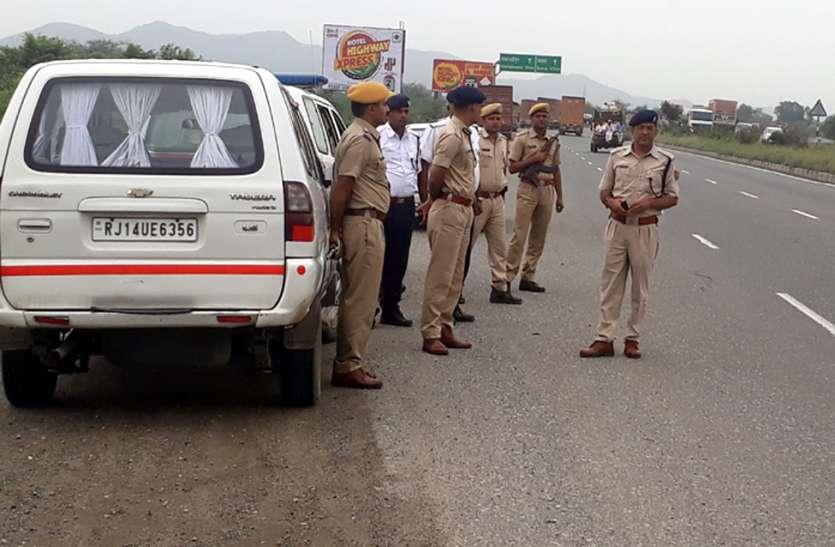 क्रशर पर मुनीम से 17 हजार लूटे, पीछा कर रही पुलिस पर फायरिंग, कांस्टेबल जख्मी