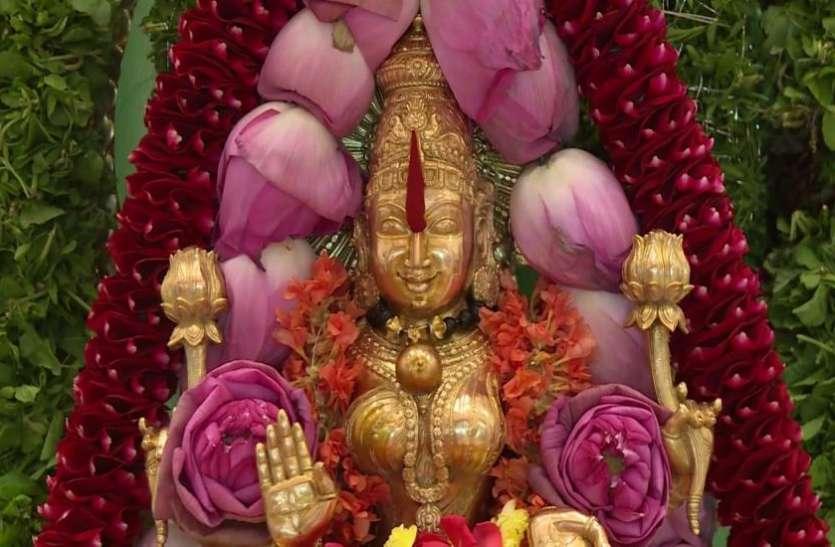 घर में न रखें मां लक्ष्मी की ऐसी मूर्ति, फायदे की जगह हो सकता है नुकसान