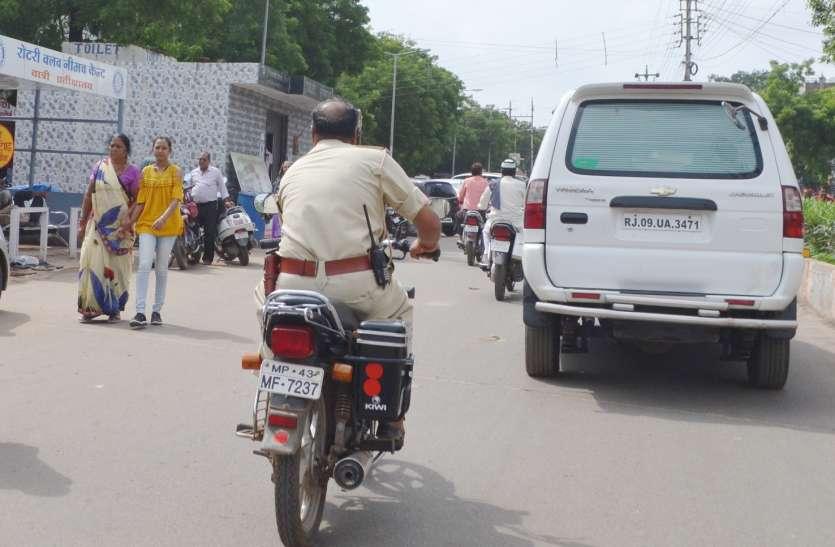 ये कैसा यातायात सप्ताह, फर्राटे से दौड़ रहे नियम तोड़ते वाहन