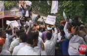तस्वीरों में देखे पीएम मोदी के संसदीय क्षेत्र में किस तरह हुआ एससी/एसटी एक्ट का विरोध