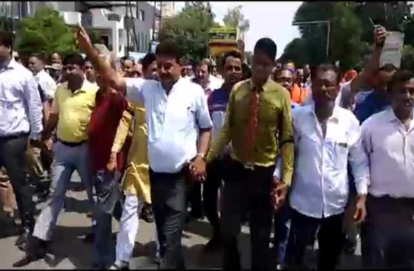 भारत बंदः एससी/एसटी एक्ट में संशोधन के खिलाफ सड़क पर उतरे सवर्ण समाज, केन्द्र सरकार को दी बड़ी चेतावनी
