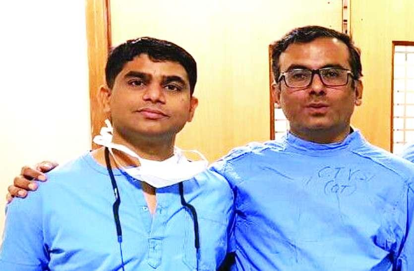 अस्पताल से हटा दिए एक साथ 40 चिकित्सक, चिकित्सा मंत्री के खिलाफ फूटा लोगों का गुस्सा