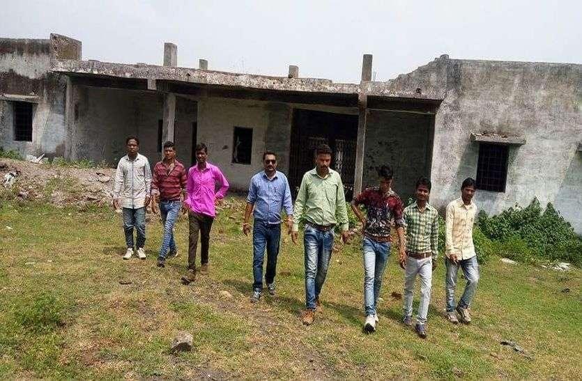 नौ साल से तीन छात्रावास अधूरे, खंडर में हो रहे तब्दील