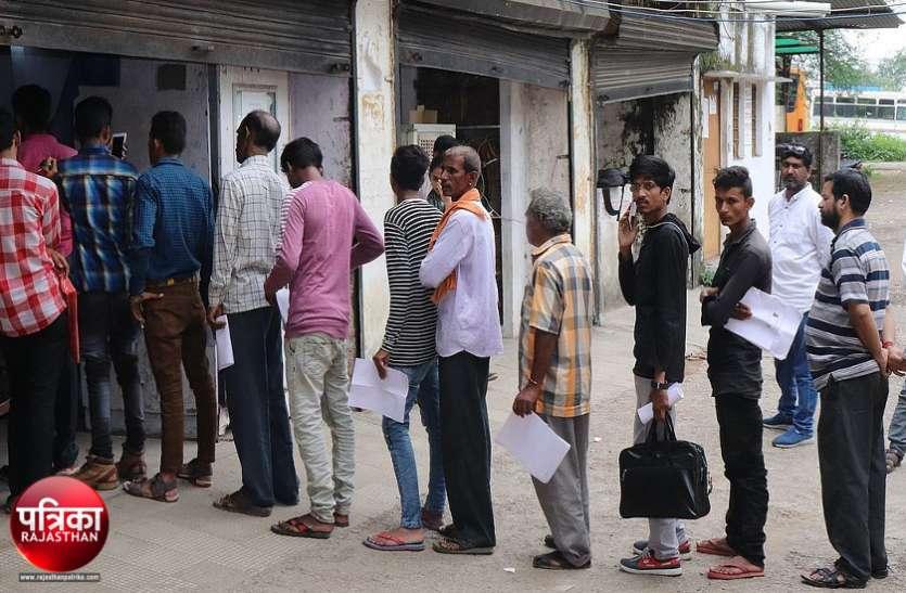 बांसवाड़ा : परिवहन विभाग के ऑफिस में दलाल राज, खुलेआम तैयार करवा रहे थे कागजात