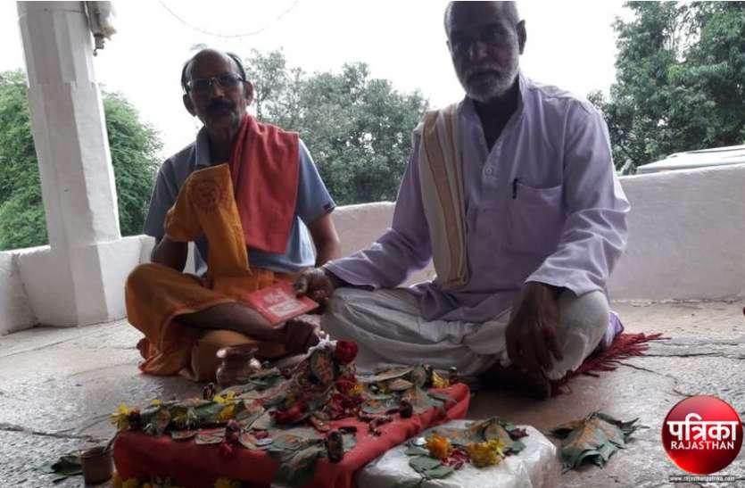 राजस्थान के इस शिवालय में 20 वर्षों से मिट्टी के शिवलिंग बनाकर पूजा कर रहे भक्त, पूरे श्रावण मास में होता है अनुष्ठान