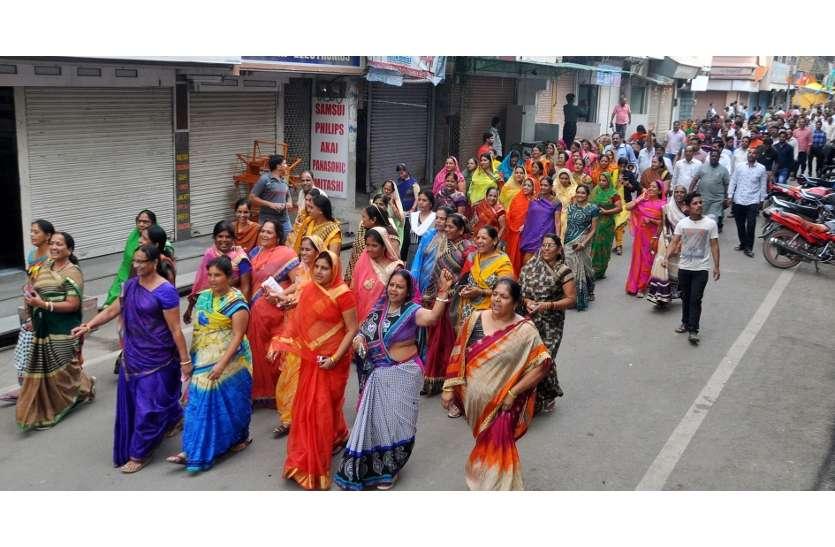 केंद्र के विरोध में सड़कों पर उतरी महिलाए