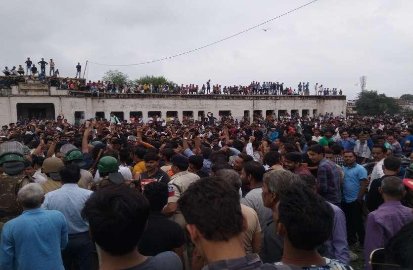 bharat bandh: समर्थकों ने की नारेबाजी, यात्री हो रहे परेशान