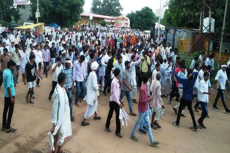 राज्यसभा सांसद किरोड़ी ने सैकड़ों समर्थकों के साथ किया पैदल कूच  सिकराय एडीएम को सौपा ज्ञापन