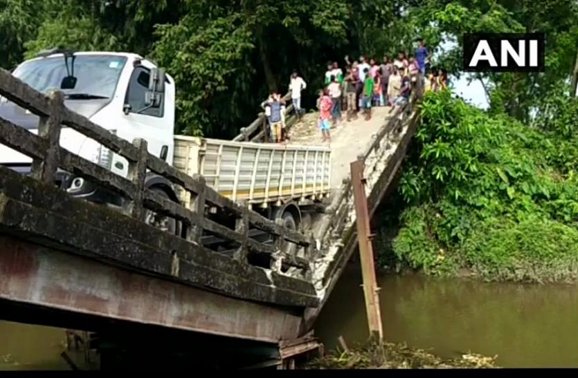 कोलकाता के बाद बंगाल के सिलीगुड़ी में बड़ा हादसा, तीन दिन में दूसरा पुल गिरा