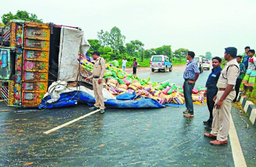 दर्दनाक हादसा: ओडिशा की ओर जा रही गाड़ी खड़े ट्रक को मारी ठोकर, हुई मौत