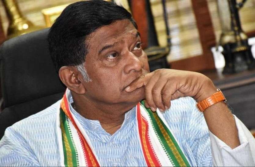 जोगी को लगा एक और  झटका, राकेश ठाकुर पार्टी छोड़ कांग्रेस में हुए शामिल
