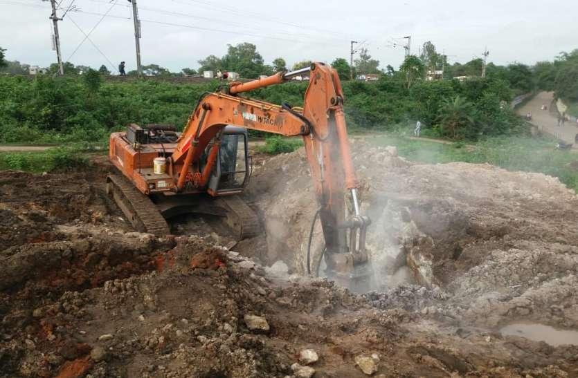 २८ करोड़ की अमृत परियोजना पर कठोर चट्टान ने लगाया ब्रेक