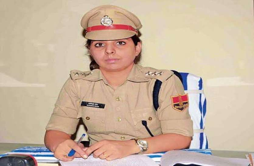 युवकों ने पीछा कर डीसीपी की गाड़ी रोकी, मूकदर्शक बने तीन पुलिसकर्मी निलम्बित