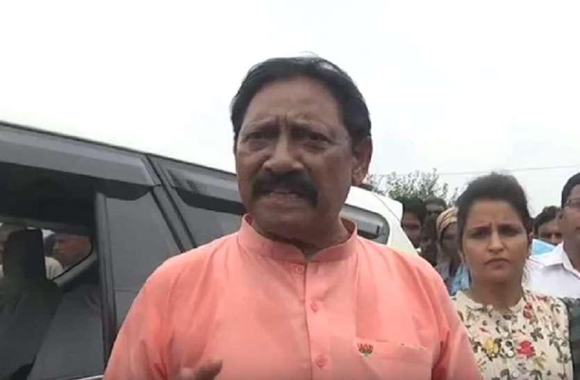 प्रभारी मंत्री चेतन चौहान ने दिया अजीबों गरीब बयान, जानकर उड़ जाएंगे होश