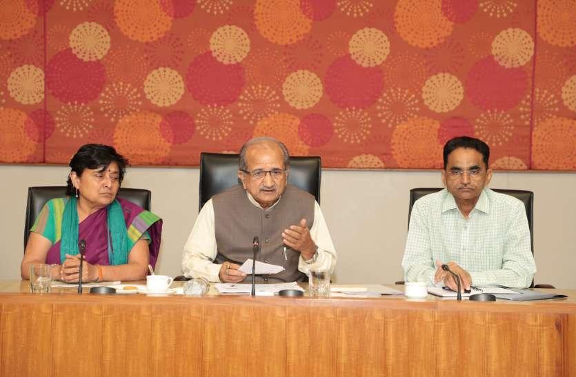 गांधी जयंती-150 : राम कथाकार  मोरारी बापू कर सकते हैं गांधीकथा