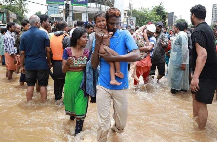 केरल बाढ़ पीड़ितों के लिए गायत्री परिवार ने की सवा करोड़ रुपए की मदद