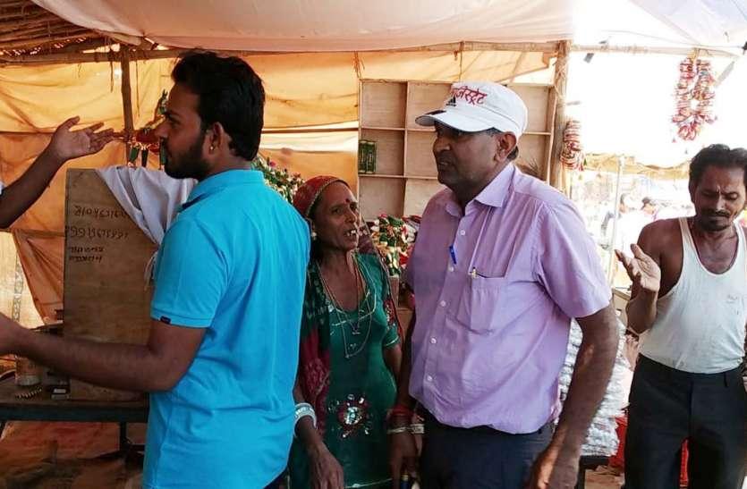 भा'दवा मेला 2018: मेलाधिकारी ने किया दुकानों का निरीक्षण