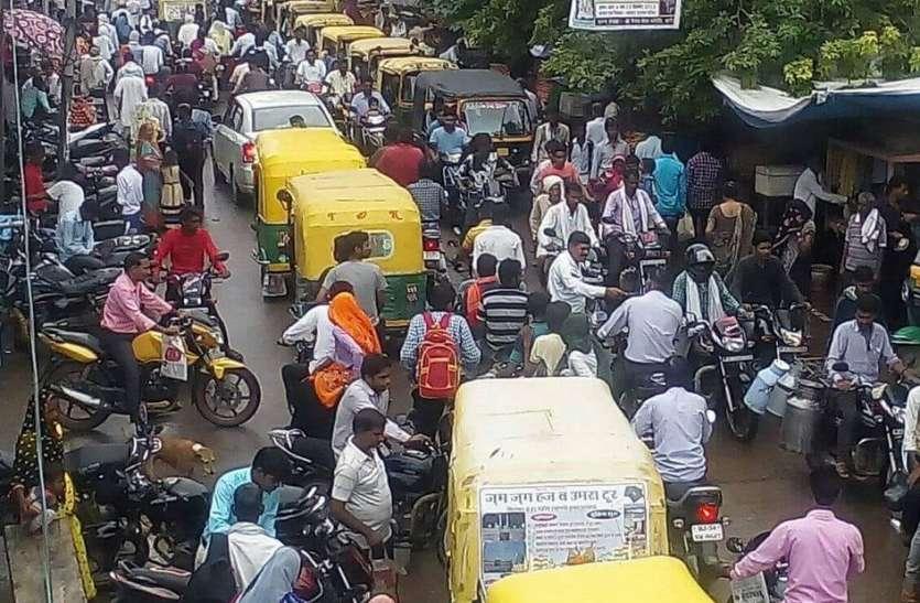 यातायात का ढर्रा बदहाल, लगा जाम,आमजन हो रहा परेशान