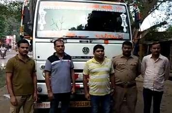 दूसरे राज्यों से कुछ इस तरह चोरी छिपे उत्तर प्रदेश में लाई जा रही थी शराब, देखें वीडियो