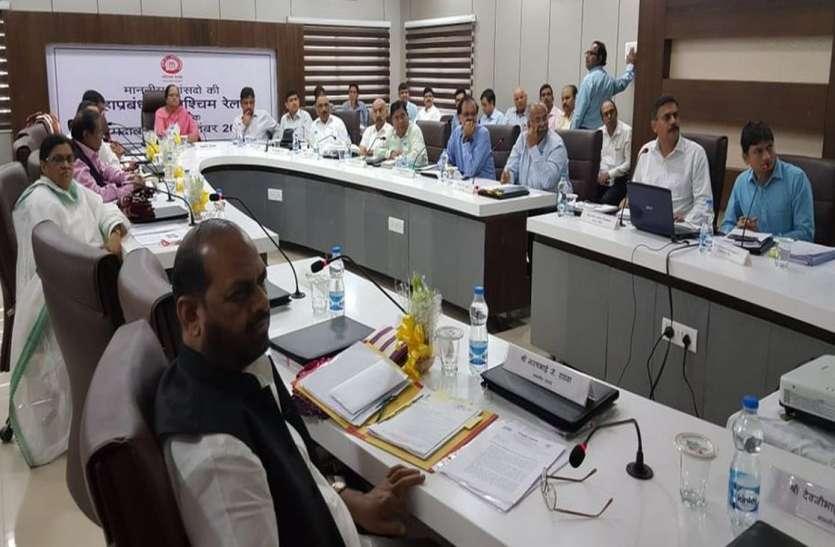अहमदाबाद में पश्चिम रेलवे के महाप्रबंधक ने सांसदों के साथ की बैठक