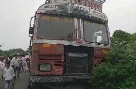 स्कूल से घर वापस लौट रही दो छात्राओं को बेकाबू ट्रक ने रौंदा, एक की मौत