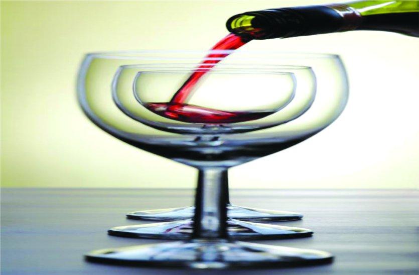 गुजरात में बंद है शराब , उज्जैन आकर सुरापान कर रही थी गुजराती महिलाएं, फिर इन पर ये क्या गुजरी...