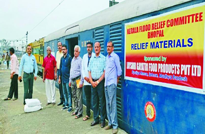 केरल के बाढ़ पीडि़तों की मदद को आगे आए हजारों हाथ