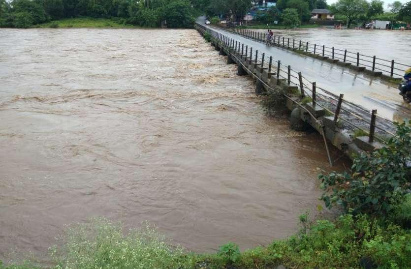 लगातार बारिश से जन जीवन अस्त-व्यस्त, नदी नाले उफान में