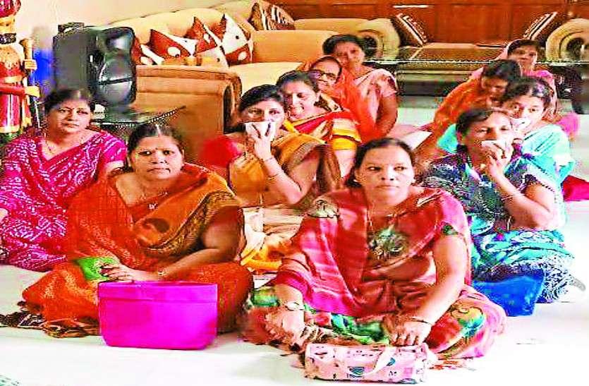 कल्पसूत्र का वाचन कर महिलाओं ने गाए भक्ति गीत, बच्चों ने दी मनमोहक कार्यक्रमों की प्रस्तुति