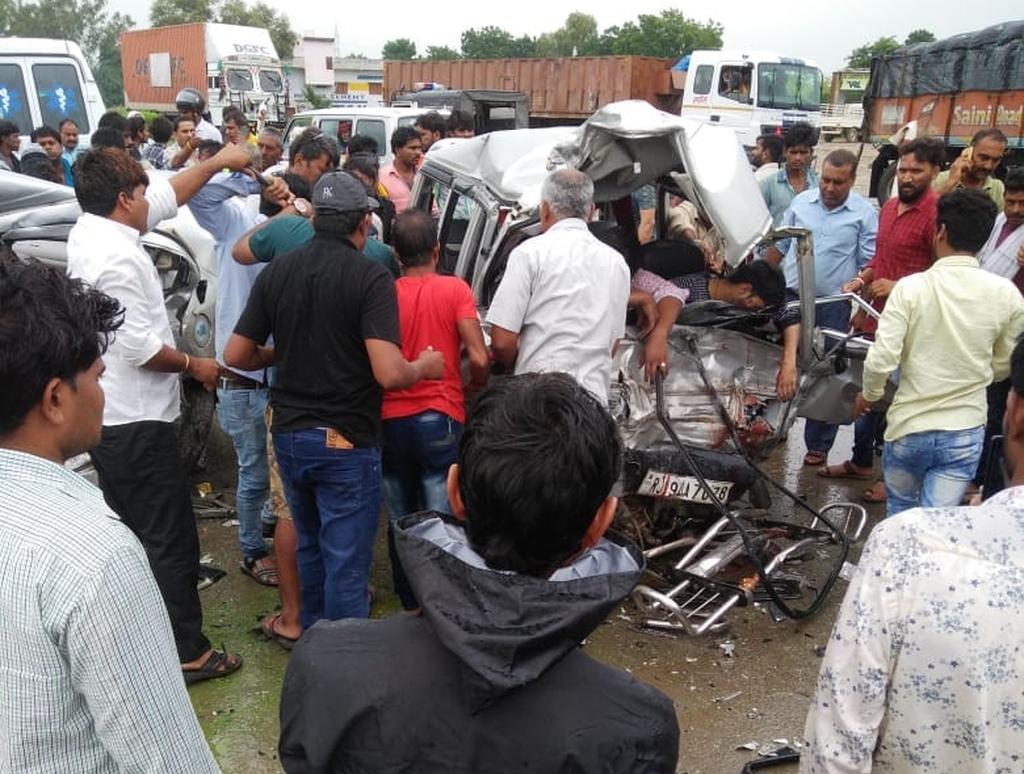 भयंकर हादसा , हाइवे पर मची चीख पुकार ,  accident में  भाई-बहन सहित चार की हुई दर्दनाक मौत