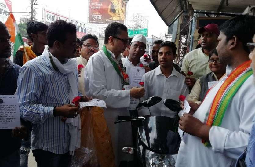 यूपी में कांग्रेसी मोदी सरकार के खिलाफ क्यों कर रहे हैं गांधीगीरी, जानिए क्या है मामला