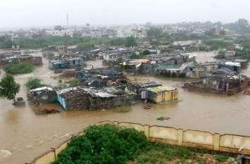बारिश का कहर, कई बस्तियां जलमग्न, कोटा बैराज के गेट खोले ...देखिए तस्वीरें