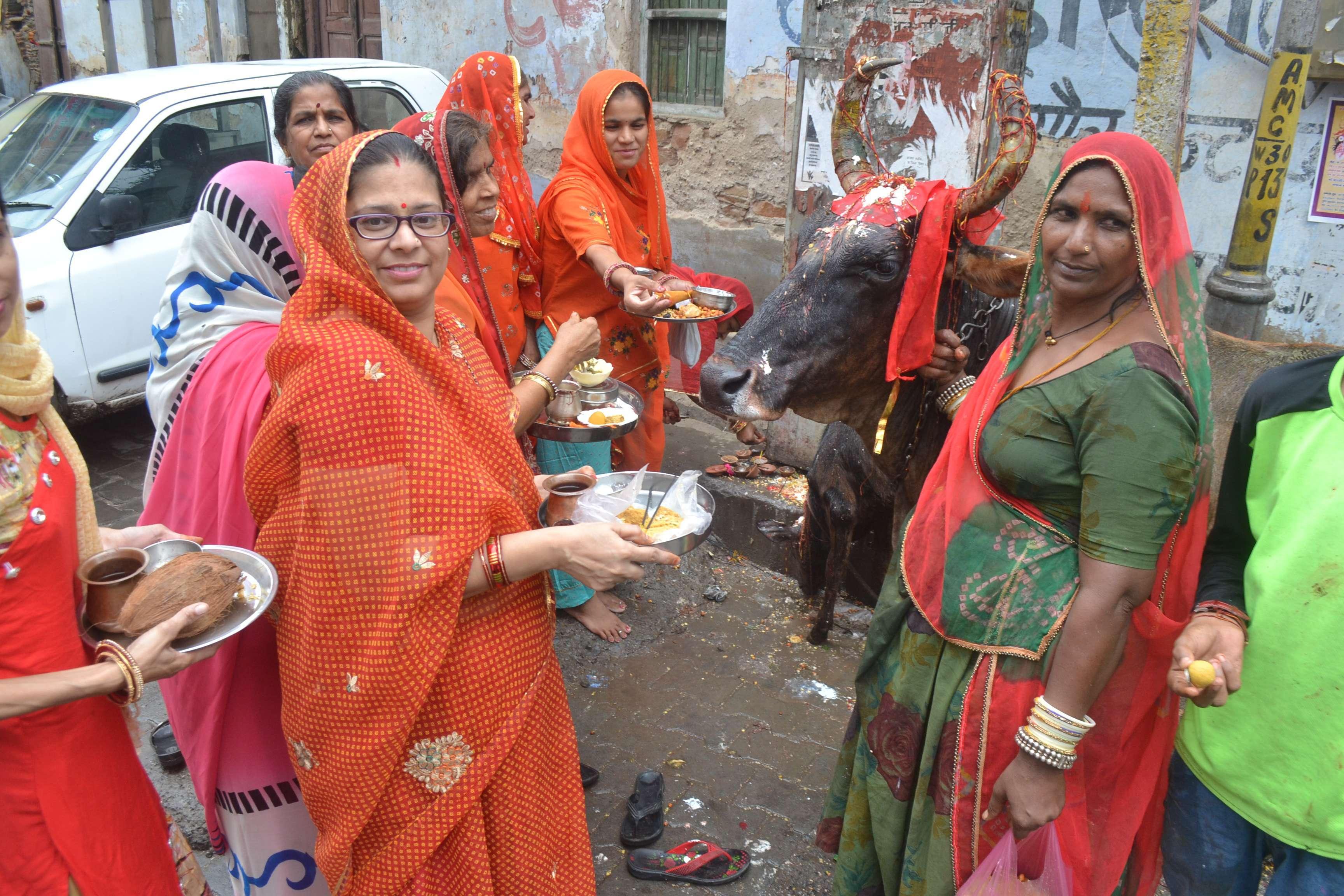 beautiful pics of ladies on bachh baras festival