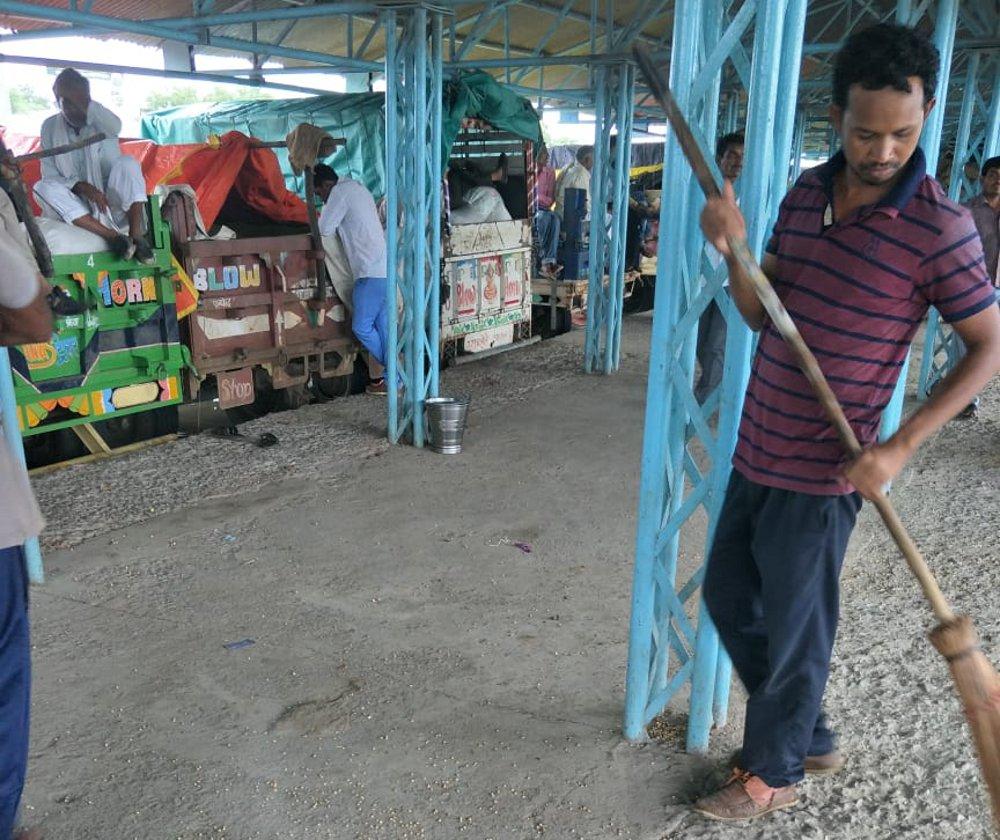कृषि उपज मंडी में खरीदी शेड के प्लेटफार्म हो रहे क्षतिग्रस्त