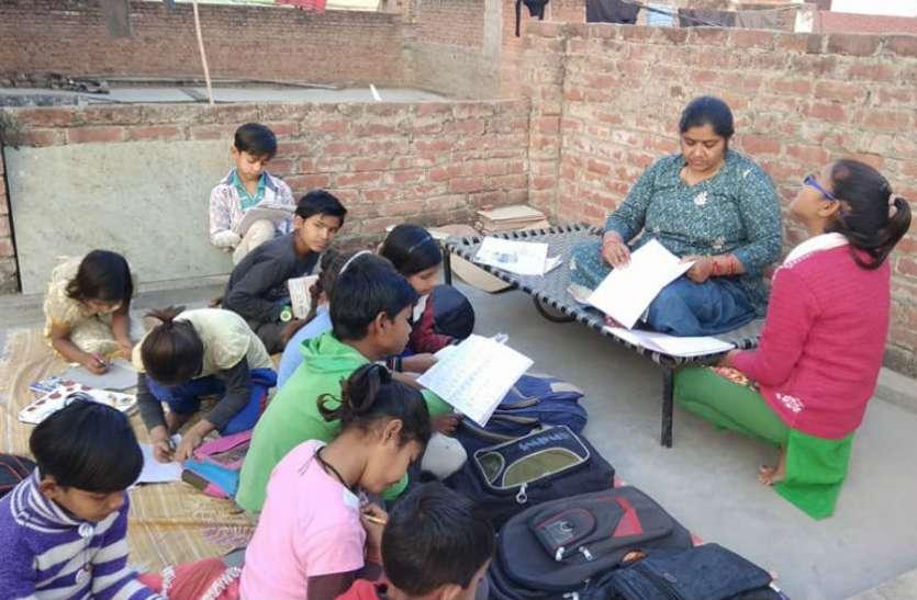 अंतर्राष्ट्रीय साक्षरता दिवस: सुहागनगरी के बच्चों में शिक्षा की लौ जगा रहीं प्रतिभा, पढ़िए पूरी खबर