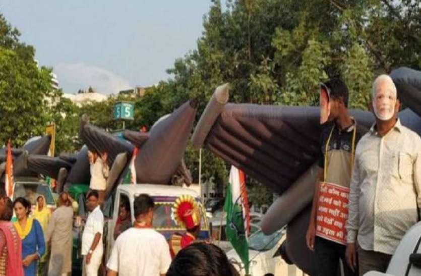 रफाल डील: कांग्रेस का मोदी सरकार पर हमला, झांकी निकालकर विरोध दर्ज कराया
