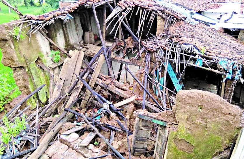 पीएम आवास का चयनित मकान बारिश में ढह गया