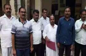 एडीएम के अहलमद को रिश्वत लेते विजिलेंस की टीम ने रंगेहाथ पकड़ा
