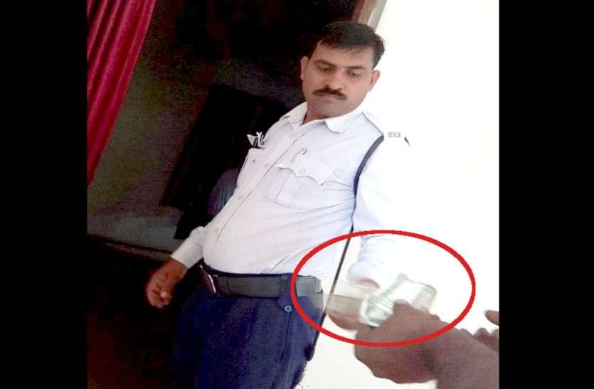 यहां गाड़ी पार्किंग का किराया है 2 हजार रुपए, पुलिस वाले खुद करते हैं वसूली, किसी ने मना किया तो..