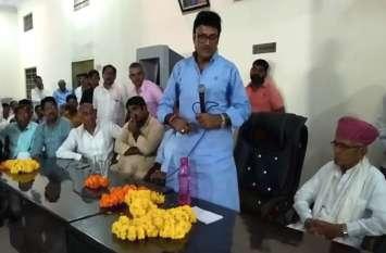 गौरव यात्रा की तैयारियों को लेकर चूरू पहुंचे मंत्री राजेन्द्र राठौड़ ने कांग्रेस पर साधा जमकर निशाना - देखें वीडियो रिपोर्ट